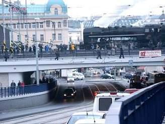 Parní lokomotiva na mostě