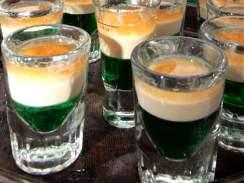 Zelené pivo při oslavách Patrika