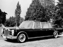 Mercedes 600 Pullmann Landaulet - Limuzínu Mercedes 600 Pullmann Landaulet dostal v roce 1965 papež Pavel VI. Ve vatikánském vozovém parku byla i v době pontifikátu Jana Pavla II.