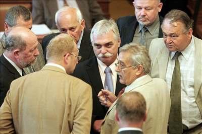 Poslanci ve Sn�movn�