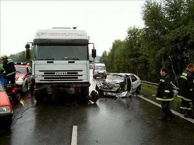 Kliknutím zobrazíte větší formát - Při nehodě na Pelhřimovsku zemřeli dva lidé