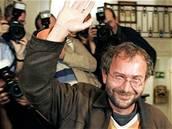 Český režisér Bohdan Sláma na Mezinárodním festivalu ve španělském San Sebastiánu získal se svým filmem Štěstí hlavní cenu Zlatou mušli.