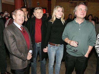 Kmotr desky Václav Havel, Ji�í Menzel s man�elkou a Bo�ek �ípek