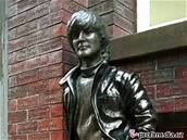 Socha Johna Lennona na Matthew Street v jeho rodném Liverpoolu