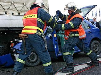 Nehoda fabie a kamionu zkomplikovala u Průhonic provoz na dálnici D1
