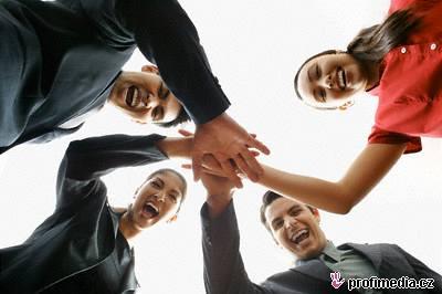 VIDEO: Pořádně ostrý teambuilding