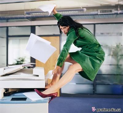 Chaos, žena, kancelář