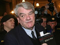 Britský historik-samouk David Irving