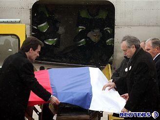 Miloševičova rakev přiletěla do Bělehradu