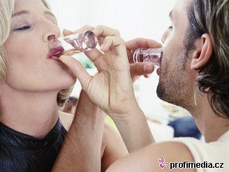 U alkoholu stačí překročit účinnou dávku jen desetkrát, a váš život bude v ohrožení.
