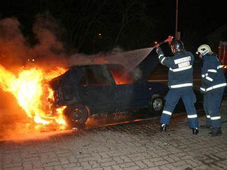 V noci hořela felicie v Modřanské ulici v Praze