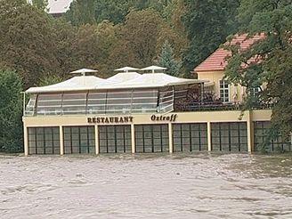 Restaurace na Střeleckém ostrově v roce 2002