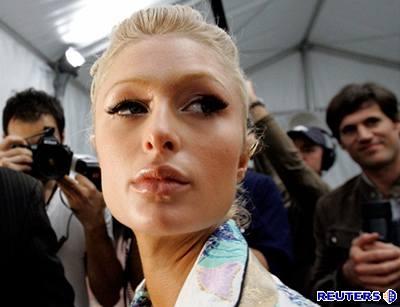 Kliknutím zobrazíte větší formát - Paris Hiltonová