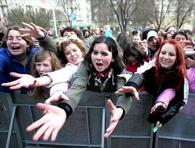 Kliknutím zobrazíte větší formát - Tokio Hotel v Praze - fanynky