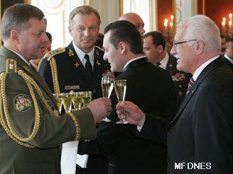 Klaus povýšil náčelníka generálního štábu Štefku do hodnosti generála.