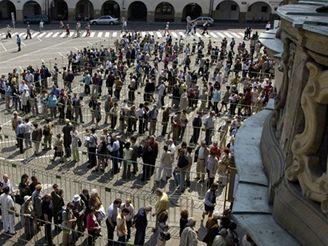 Tisíce lidí si přišly prohlédnout otevřený Černínský palác.