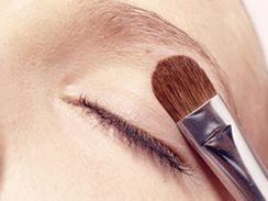 Líčení, Make-up, oči, kruhy pod očima - ilustrační foto