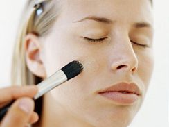 Líčení, Make-up, oči, kruhy pod očima, tvářenka - ilustrační foto