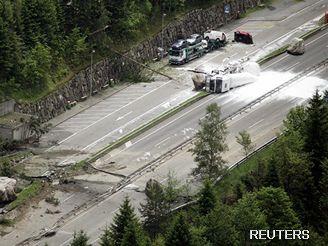 Sesuv půdy ve švýcarských Alpách