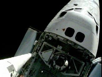 Raketoplán Discovery přistál na Mezinárodní vesmírné stanici (6. července 2006)