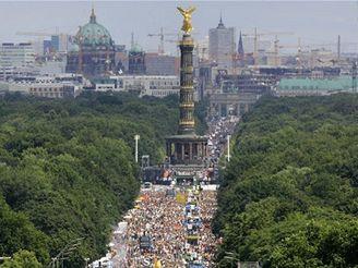 V Berlíně začala Love Parade.