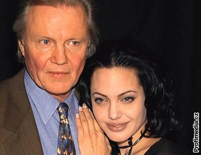 Kliknutím zobrazíte větší formát - Jon Voight se svou dcerou Angelinou Jolie