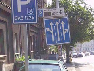 Zaparkovaný vůz na vyhraženém místěc