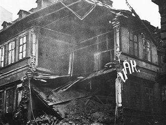 Zřícení části domu ve Vodičkově ulici v roce 1927