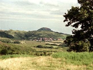 Krajina v okolí obce Kamýk - České středohoří