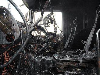 hasiči, požár kamionu na Novořeporyjské