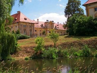 Jízdárny poblíž zámku Lednice - Lednicko-valtický areál