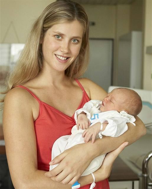 Jana Bernášková alias Bety ze seriálu Ulice, porodila 10. srpna 2006 holčičku Justýnu