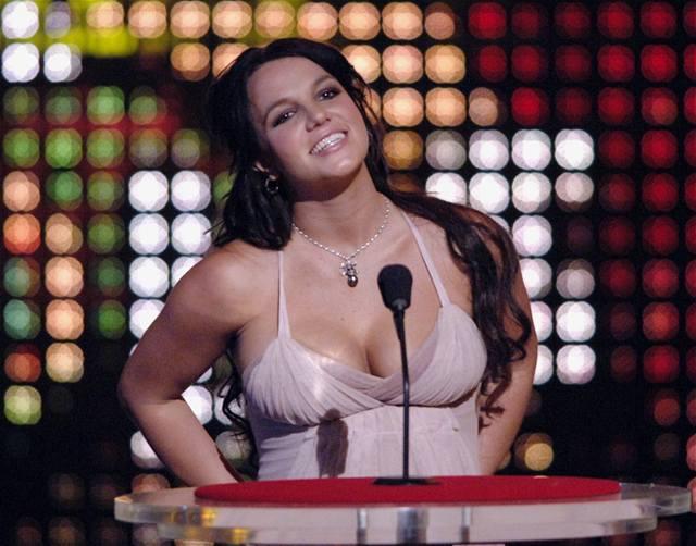 Britney Spears uvádí vystoupení manžela Kevina Federlina na Teen Choice Awards