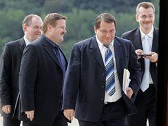 Jiří Paroubek přichází na jednání s ODS.