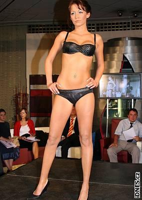 Kliknutím zobrazíte větší formát - Přehlídka spodního prádla na jaro-léto 2007 - Agáta Hanychová
