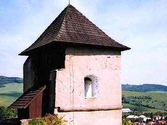 Hradu Brumov dominuje renesanční vyhlídková věž