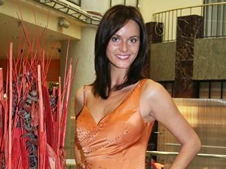Renáta Czadernová zkouší šaty na Miss Intercontinental