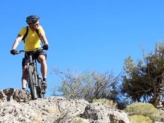 Cyklista na horsk�m kole