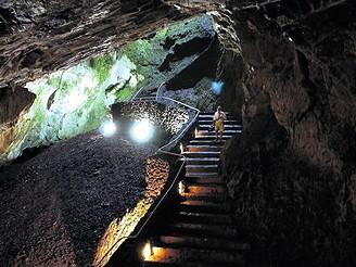 Azory: kromě hor zde můžete navštívit i jeskyni na ostrově Terceira