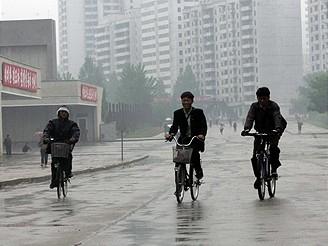 Severní Korea, na silnicích uvidíte hlavně cyklisty