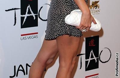 Kliknutím zobrazíte větší formát - Paris Hiltonová přišla do klubu Tao v superkratkých šatičkách