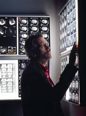Kliknutím zobrazíte větší formát - Hugh Laurie - seriál Dr. House