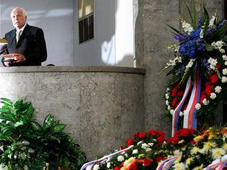 Prezident Klaus promluvili na pohřbu Františka Fajtla.