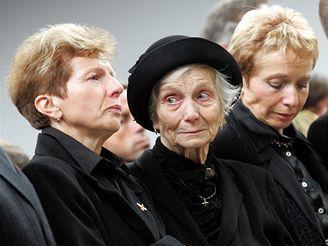 Paní Fajtlová s dcerami.