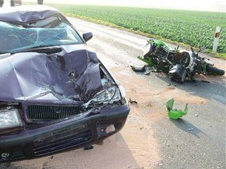 Motorkář z druhé nehody byl v bezvědomí odvezen do nemocnice v Uherském Hradišti.