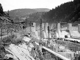 Stavba Štěchovické přehrady (26.10.1942)