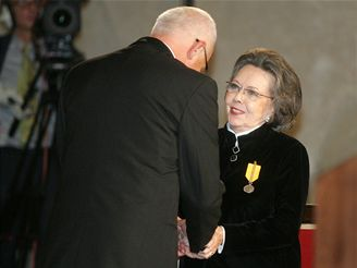 Klaus uděloval na Hradě státní vyznamenání