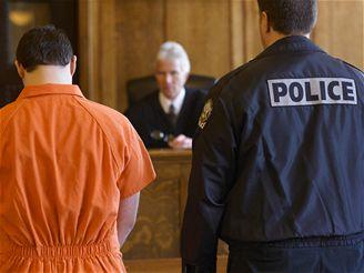 První provozovatel torrentů odsouzen: půl roku za mřížemi, šest měsíců doma