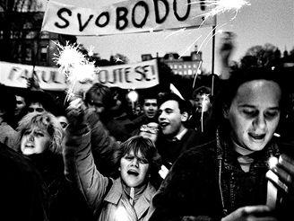 Tváře z demonstrace 17. listopadu, ozvěte se.