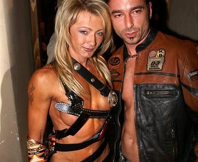 Renata Kajd�as s Tonym Jalovcem v modelech Harley Davidson